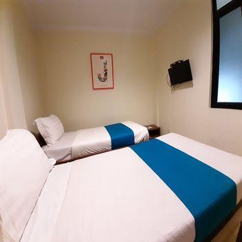 Nusalink Near Cengkareng Jakarta - Standard Twin Room Only Best Deal