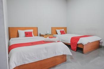RedDoorz Premium @ Jalan Pal 10 Jambi Jambi - RedDoorz Twin Room Last Minute