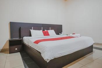 RedDoorz Premium @ Jalan Pal 10 Jambi Jambi - RedDoorz Room Last Minute