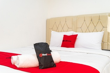 RedDoorz near Tarumanagara University Jakarta - RedDoorz Room With Breakfast Regular Plan
