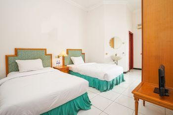 Hotel Istana Permata Juanda Sidoarjo - Standard Twin Room Only Regular Plan