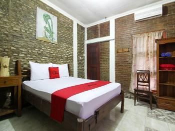RedDoorz near Rumah Sakit Wirosaban Yogyakarta - RedDoorz Room with Breakfast BD