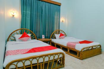 OYO 2733 Omah Cimbar Family Residence Malang - Deluxe Twin Room Regular Plan