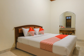 OYO 2733 Omah Cimbar Family Residence Malang - Deluxe Double Room Regular Plan