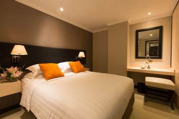Kristal Hotel Jakarta Jakarta - Three Bedroom Deluxe With Breakfast Special Promo - Non Refund