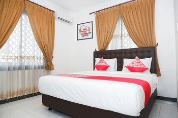 OYO 1136 Hotel Surya Solo Solo - Standard Double Room Regular Plan