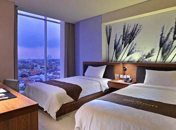 Midtown Hotel Surabaya - Groovy Room Only Favorite Deal