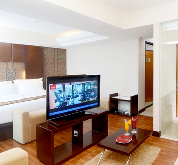 Emersia Hotel Lampung - Junior Suite Pool View King Bed  Regular Plan