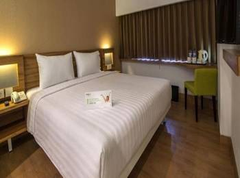 Whiz Prime Balikpapan - Whiz Deluxe with Breakfast Regular Plan