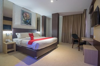 RedDoorz Premium near Grand Batam Mall Batam - RedDoorz Suite Room with Breakfast Regular Plan