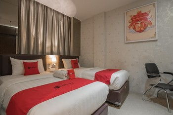 RedDoorz Premium near Grand Batam Mall Batam - RedDoorz Twin Room with Breakfast Regular Plan