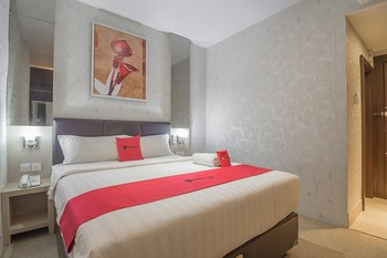 RedDoorz Premium near Grand Batam Mall Batam - RedDoorz Room with Breakfast Regular Plan