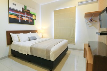 HOME Guesthouse Surabaya - Deluxe Minimum stay