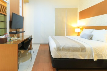 HOME Guesthouse Surabaya - Junior Suite Minimum stay