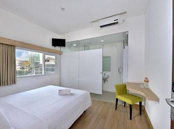 Whiz Hotel Falatehan Jakarta Jakarta - Standard Queen - Room Only Regular Plan