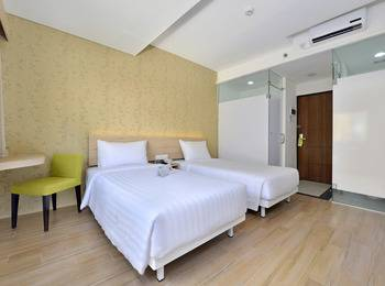 Whiz Hotel Falatehan Jakarta Jakarta - Standard Queen/Twin Room Only Regular Plan
