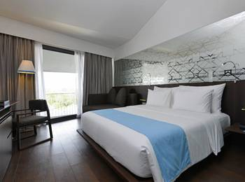 IZE Seminyak Bali - IZE Club Room Breakfast with FREE Daily Mini Bar Promo 30%