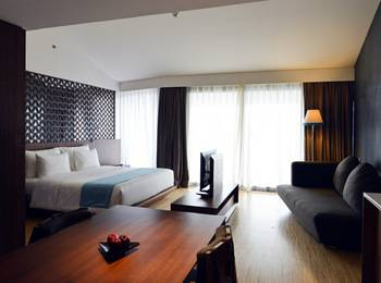 IZE Seminyak Bali - IZE Club Suite Room Breakfast with FREE Daily Mini Bar Promo 30%