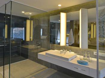 IZE Seminyak Bali - Deluxe Twin Room Breakfast with FREE Daily Mini Bar Promo 30%