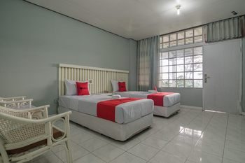 RedDoorz near Farm House 2 Bandung - RedDoorz Twin Room 24 Hours Deal