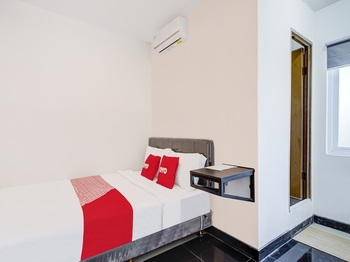 OYO 3198 Sukomanunggal Inn Surabaya - Deluxe Double Room OYO Gajian