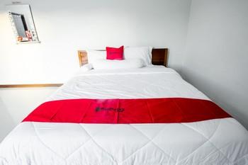 RedDoorz near GOR Sempaja Samarinda Samarinda - RedDoorz Room BASIC DEALS
