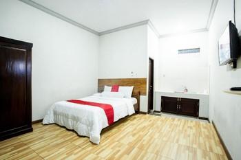 RedDoorz near GOR Sempaja Samarinda Samarinda - RedDoorz Deluxe Room BASIC DEALS