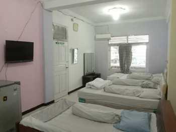 Roda Mas Hotel near RS Bunda Banyumas - Family Room for 6 Pax Regular Plan