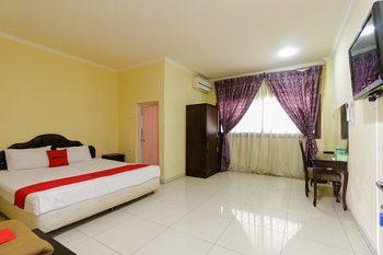 RedDoorz near Pantai Padang Padang - RedDoorz Room with breakfast Basic Deal