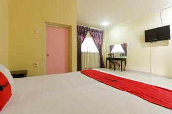 RedDoorz near Pantai Padang Padang - RedDoorz Room Basic Deal