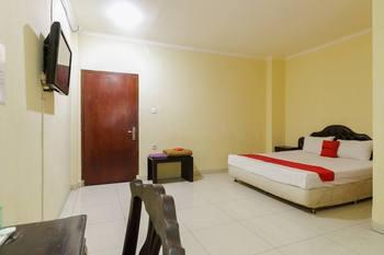 RedDoorz near Pantai Padang Padang - RedDoorz Deluxe Room Basic Deal