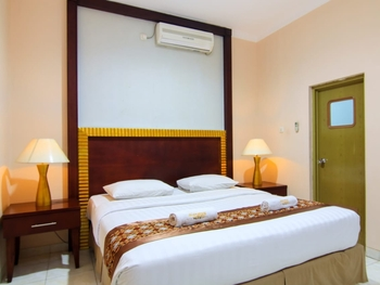 Signature Mandala Kencana Hotel Cipanas - JUNIOR SUITE ROOM WITH BREAKFAST Regular Plan