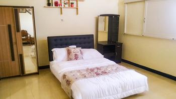 Fanda Guest House Syar'i Banyuwangi - Standard Room with Sharing Bathroom Basic Deal