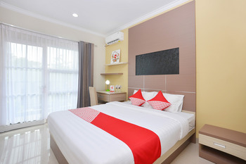 OYO 583 Royal Gejayan Homestay Yogyakarta - Deluxe Double Room Regular Plan