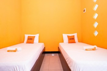 KoolKost Syariah near Transmart Tegal Tegal - KoolKost Twin Room non AC Limited Time Deal