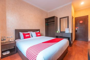 OYO Flagship 2131 Hotel Binong Tangerang - Deluxe Double Room Regular Plan