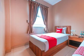OYO Flagship 2131 Hotel Binong Tangerang - Deluxe Twin Room Regular Plan