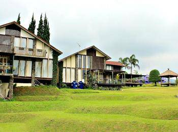 De Villa Istana Bunga by HouseInBandung