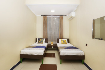 SPOT ON 2358 Aster Homestay Yogyakarta - Standard Twin Room Regular Plan
