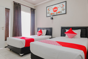 OYO 803 Toetie Hotel Malang - Standard Twin Room Regular Plan