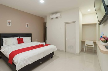 RedDoorz Plus near Eka Hospital BSD 5 Tangerang Selatan - RedDoorz Room Basic Deal