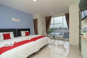 RedDoorz Plus near Eka Hospital BSD 5 Tangerang Selatan - RedDoorz Deluxe Twin Room Basic Deal