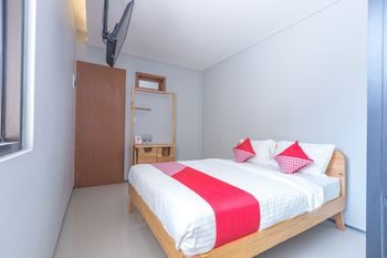OYO 506 Moes Residence Jakarta - Deluxe Double Room Regular Plan