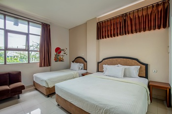 Asoka Hotel Bandung - Family Room Only Best Deal