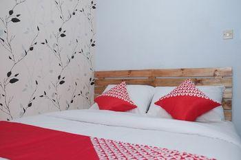 OYO 1380 Velodrome Family House Malang - Standard Double Room Regular Plan