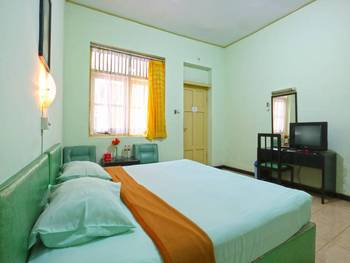 Camelia Hotel Malang - Deluxe Room Only Minimum Stay