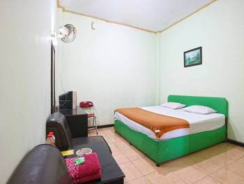 Camelia Hotel Malang - Standard Room Regular Plan
