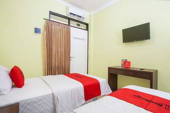 RedDoorz near Petra University 2 Surabaya - RedDoorz Twin Room Last Minute