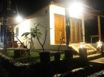 Eunike Surf Cottage Pangandaran - Cave Room Regular Plan