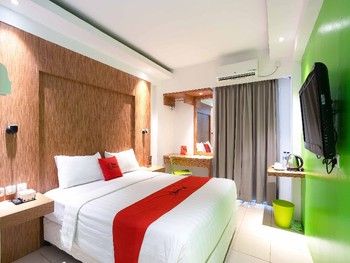 RedDoorz Apartment @ Bogor Valley Bogor - RedDoorz Deluxe Room Special Deals